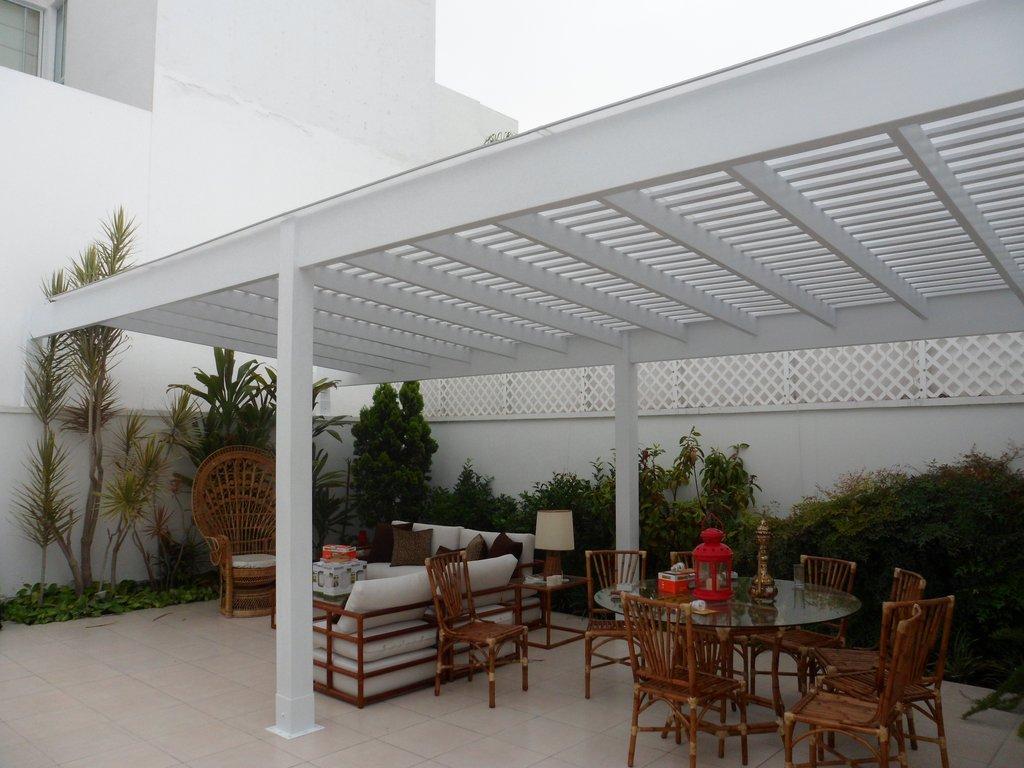 Sol y sombra con policarbonato techos de madera sol y for Techos de metal para terrazas